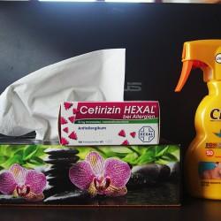 Reichlich Taschentücher, Cetirizin, starkes Sonnenspray.