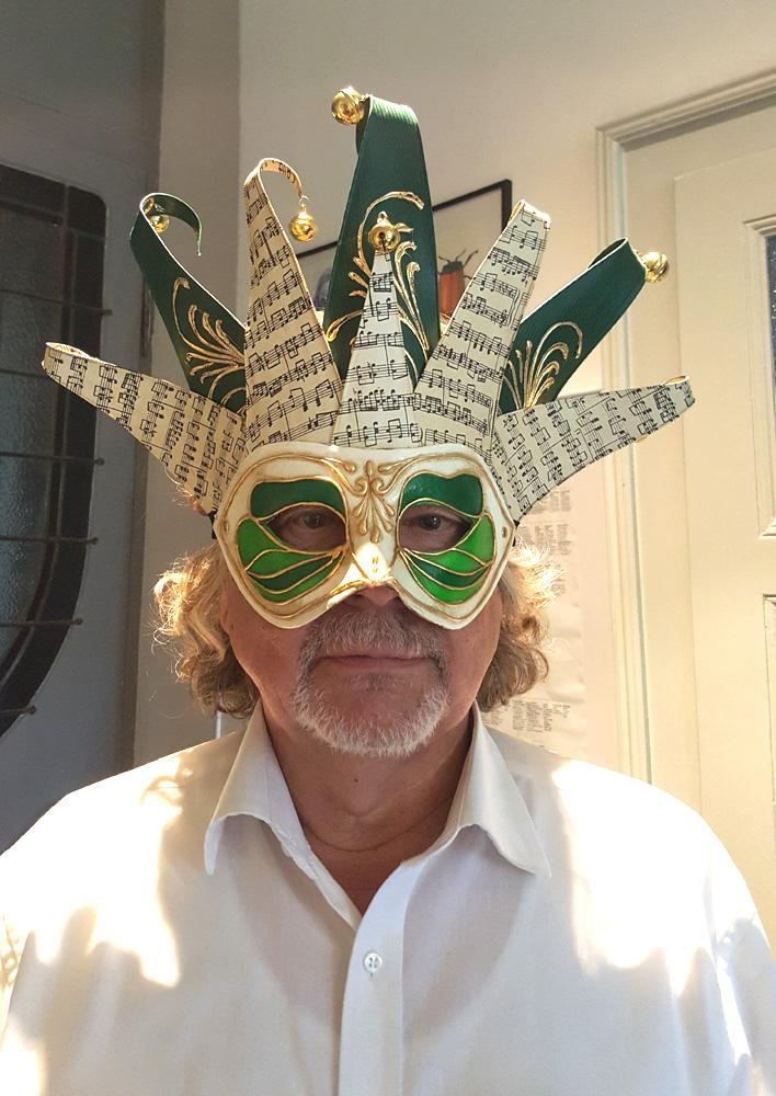 Ein würdiger Ersatz für seine sonst ähnlich grüne Brille.