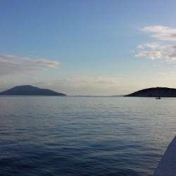 Blick aus dem Hafen von Miholascica