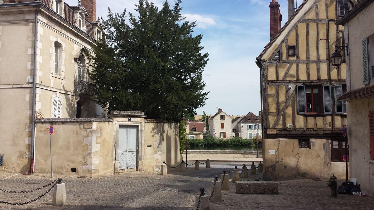 Altstadt von Auxerre mit Blick zur Yonne