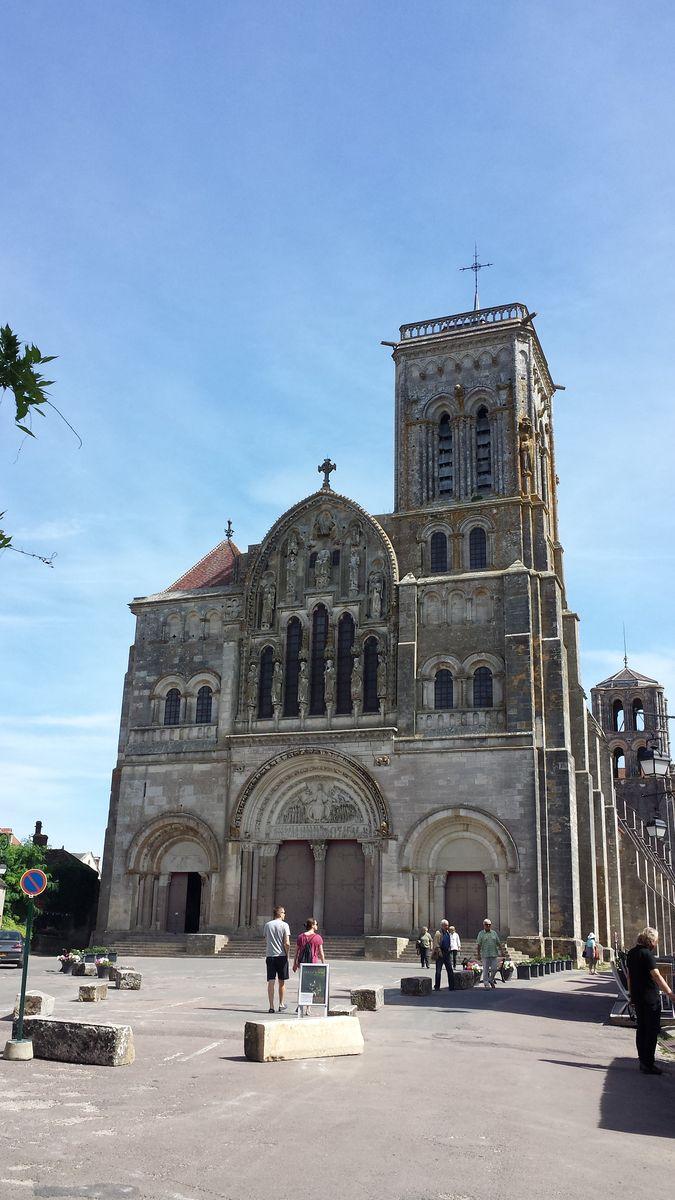 Westfassade der Basilique Sainte-Marie-Madeleine de Vézelay