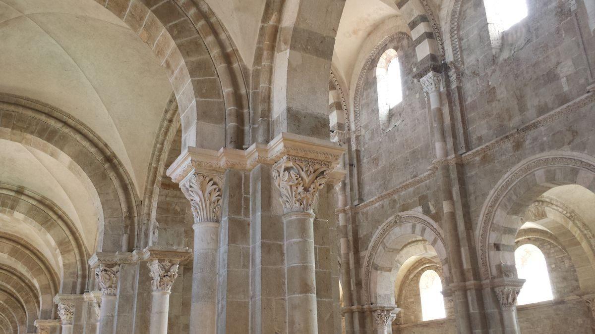 Wandaufbau im Hauptschiff der Basilique Sainte-Marie-Madeleine de Vézelay