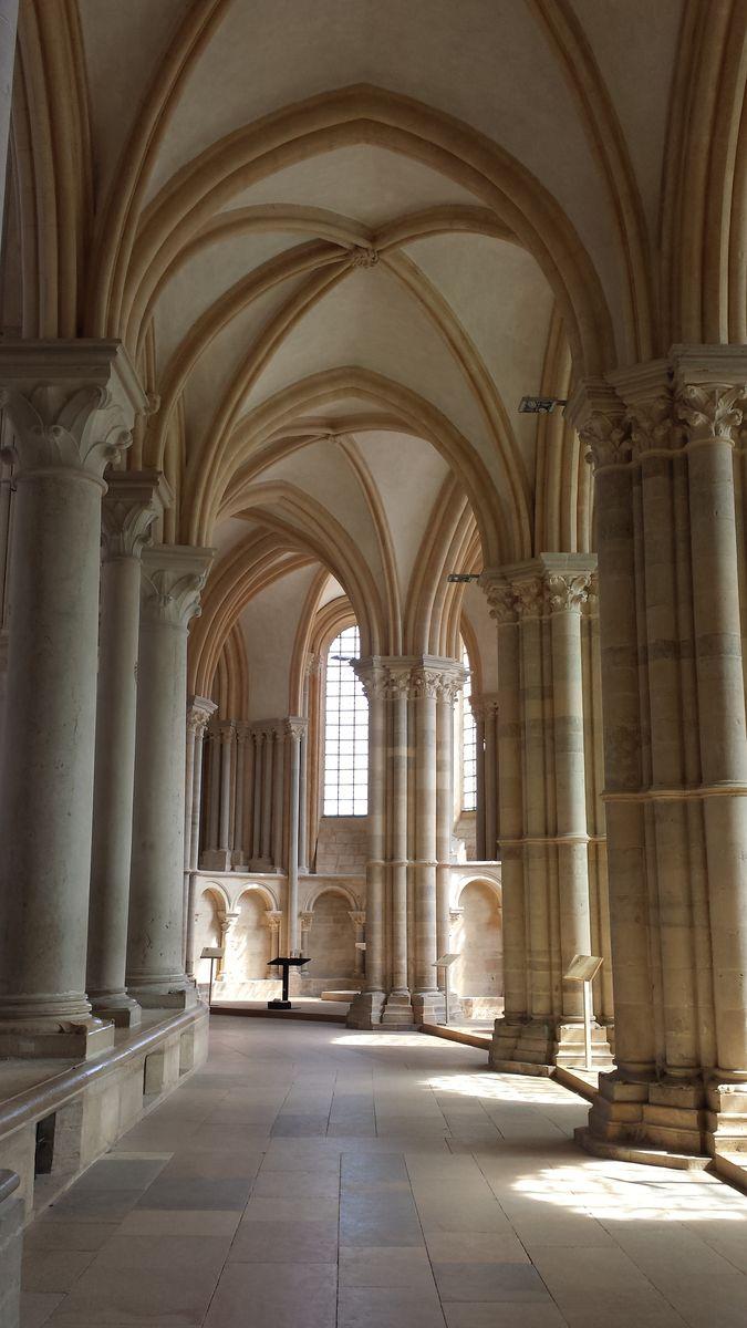 Chorumgang der Basilique Sainte-Marie-Madeleine de Vézelay