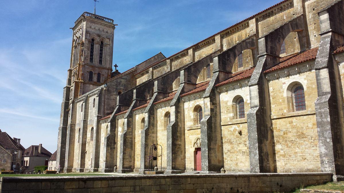 Südfassade der Basilique Sainte-Marie-Madeleine de Vézelay
