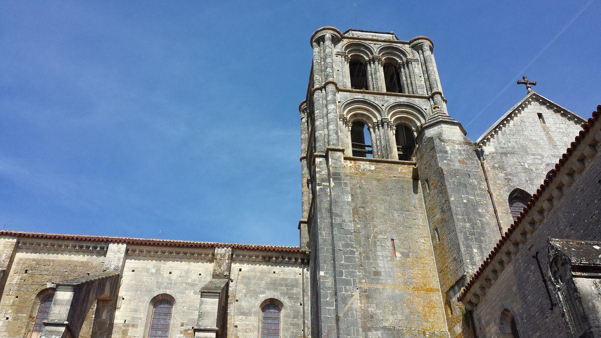Turm der Basilique Sainte-Marie-Madeleine de Vézelay