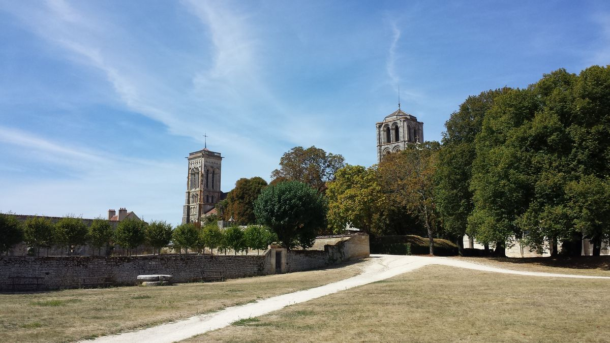 Blick auf die Basilique Sainte-Marie-Madeleine de Vézelay