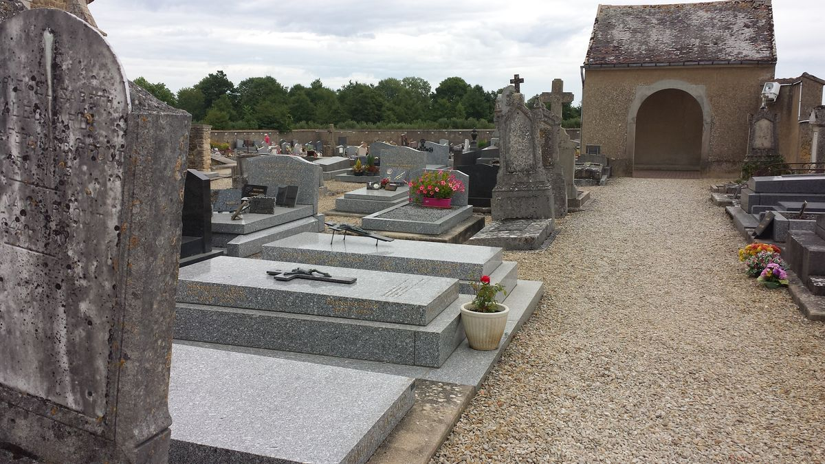 Friedhof an der Abbaye de Pontigny